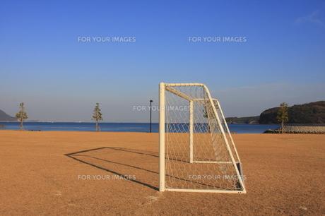 夕方のサッカーゴールの写真素材 [FYI00361060]