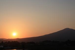 岩手山と夕日の写真素材 [FYI00361193]