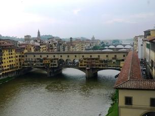 フィレンツェ ヴェッキオ橋の写真素材 [FYI00361215]