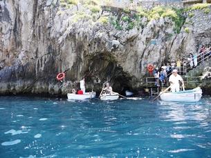 カプリ島 青の洞窟の入口の写真素材 [FYI00361257]