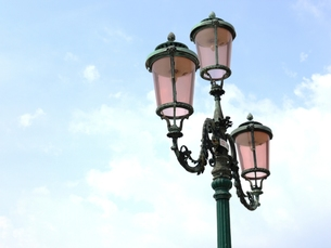 ベネチアングラスの街灯の写真素材 [FYI00361276]