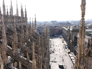 ミラノのドゥオーモ 屋上からの眺めの写真素材 [FYI00361303]