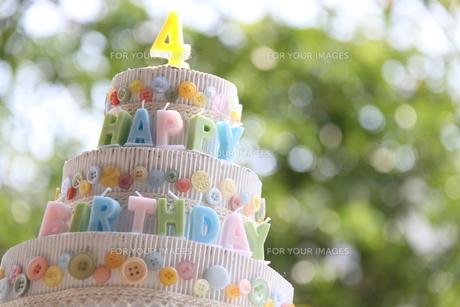 ハッピーバースデーケーキの写真素材 [FYI00361952]