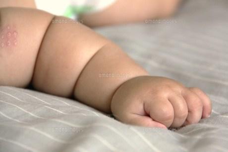 赤ちゃんの手の写真素材 [FYI00361955]