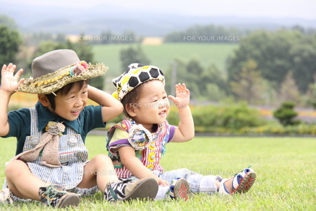 笑顔の兄弟の写真素材 [FYI00361956]