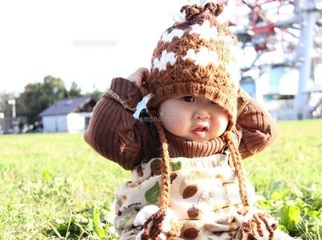 どんぐり帽子と赤ちゃんの写真素材 [FYI00361988]
