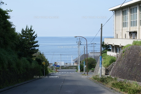 海の見える坂の写真素材 [FYI00362141]