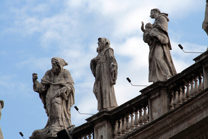 サン・ピエトロ広場の聖人像の素材 [FYI00362241]