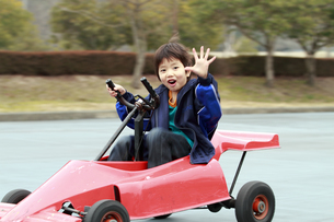 面白自転車に乗る少年の写真素材 [FYI00362380]