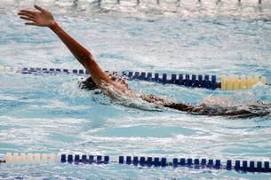 背泳ぎの写真素材 [FYI00362851]