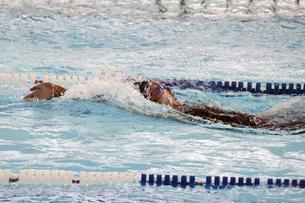 背泳ぎの写真素材 [FYI00362852]