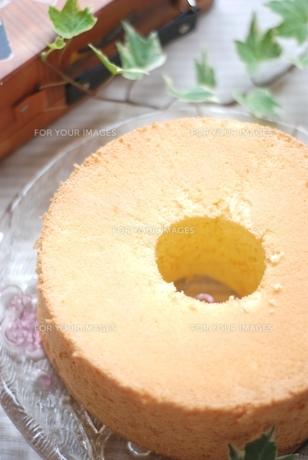 ホール・シフォンケーキの写真素材 [FYI00363576]