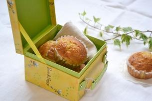 箱にはいったカップケーキの写真素材 [FYI00364045]