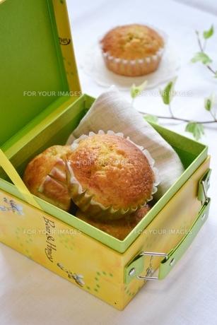 箱に入ったカップケーキの写真素材 [FYI00364057]