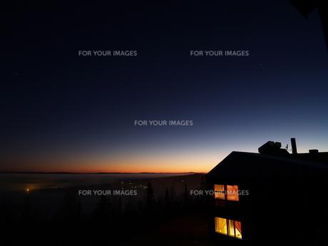 北極圏の夜明けの写真素材 [FYI00364174]