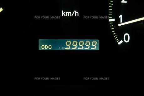 まもなく10万キロの写真素材 [FYI00364215]