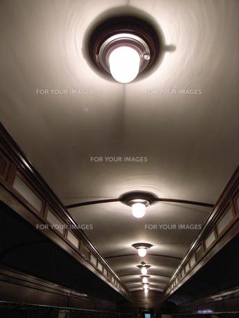 レトロ列車の天井の写真素材 [FYI00364218]