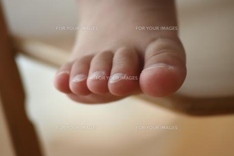 子供の足の写真素材 [FYI00364316]