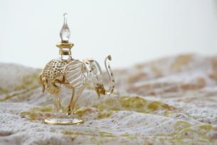 ゾウの香水入れの写真素材 [FYI00364320]