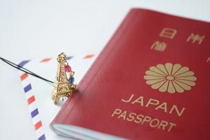 パスポートとエアメールの写真素材 [FYI00364339]