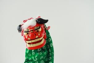 獅子舞の置き物の写真素材 [FYI00364345]