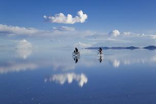 ミラーレイクのウユニ塩湖の素材 [FYI00364642]