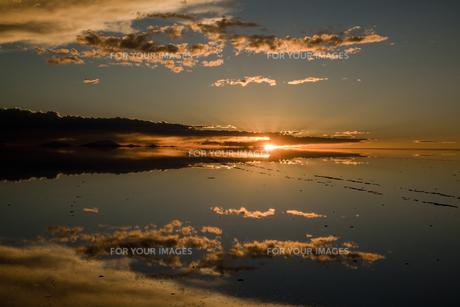 ミラーレイクのウユニ塩湖の素材 [FYI00364644]