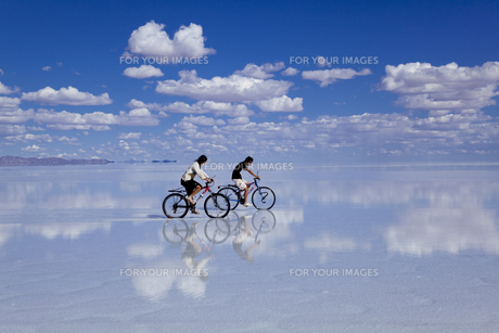 ミラーレイクのウユニ塩湖の素材 [FYI00364653]