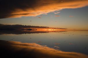 ミラーレイクのウユニ塩湖の素材 [FYI00364657]