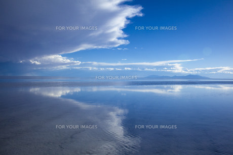 ミラーレイクのウユニ塩湖の素材 [FYI00364662]