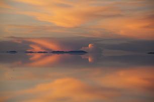 ミラーレイクのウユニ塩湖の素材 [FYI00364666]