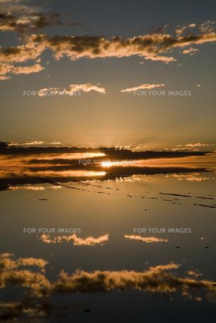 ミラーレイクのウユニ塩湖の素材 [FYI00364672]