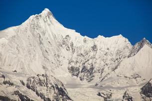 梅里雪山主峰と氷河の写真素材 [FYI00364716]