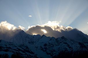 日没後の梅里雪山の写真素材 [FYI00364727]
