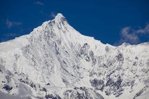 梅里雪山主峰と氷河の写真素材 [FYI00364743]