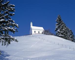 ババリア地方の冬の教会の写真素材 [FYI00365423]