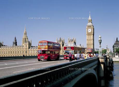ロンドンのビッグベンと2階建てバスの素材 [FYI00365456]