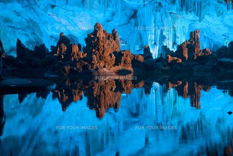 桂林の鍾乳洞・蘆笛岩の写真素材 [FYI00365614]