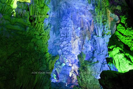桂林の鍾乳洞・蘆笛岩の写真素材 [FYI00365632]