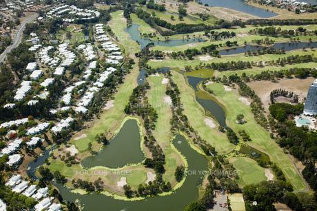 ゴールドコーストのゴルフ場空撮の写真素材 [FYI00365853]