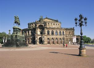 ドレスデンのオペラハウスの写真素材 [FYI00365861]