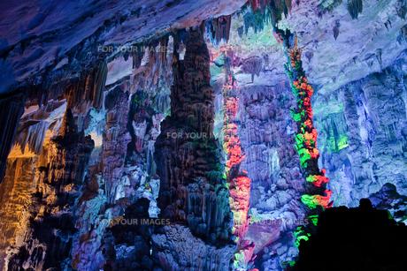 桂林の芦笛岩洞窟の写真素材 [FYI00365956]