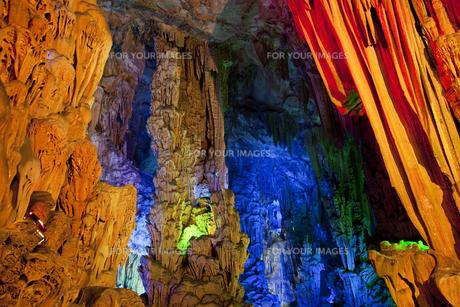 桂林の芦笛岩洞窟の写真素材 [FYI00366057]