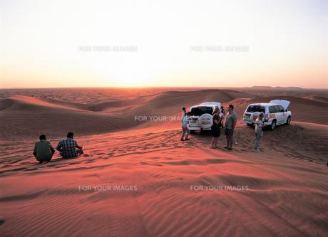 ドバイの砂漠夕景の写真素材 [FYI00366089]