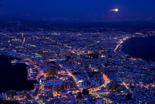函館山より函館市内雪景色夜景の素材 [FYI00366105]
