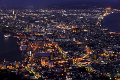 函館山より函館市内雪景色夜景の素材 [FYI00366107]