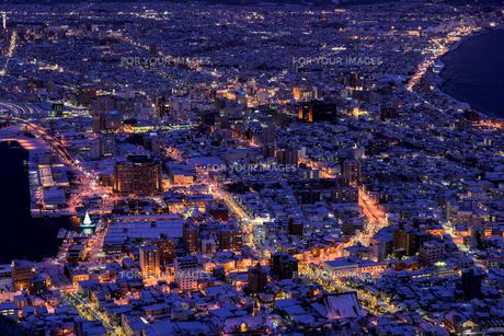 函館山より函館市内雪景色夜景の素材 [FYI00366113]