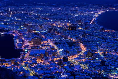 函館山より函館市内雪景色夜景の素材 [FYI00366117]