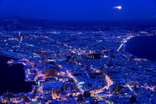 函館山より函館市内雪景色夜景の素材 [FYI00366122]