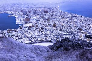 函館山より函館市内雪景色の素材 [FYI00366124]